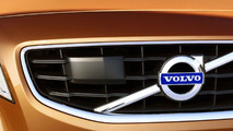 Volvo accidentally crashes S60 during safety demo [Video]