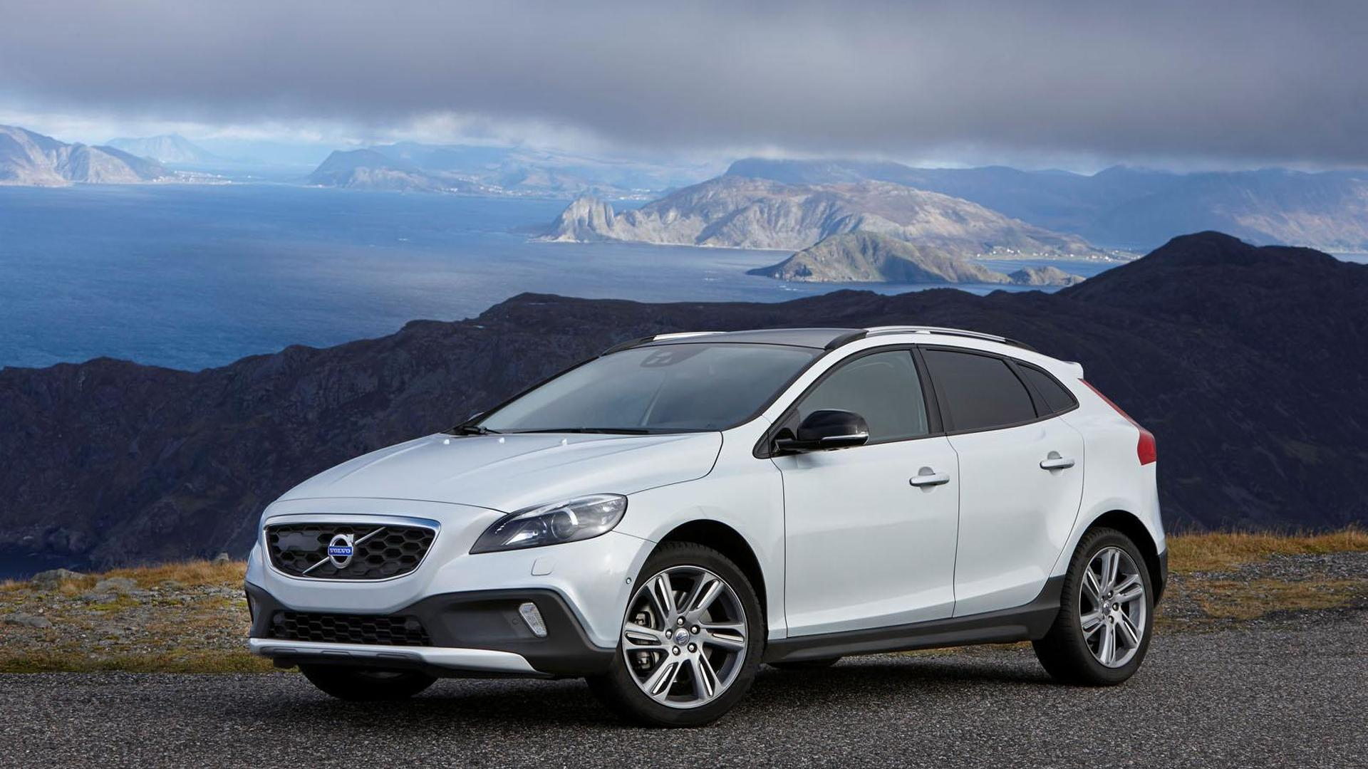 Volvo V40 Cross Country gains a new T5 engine & all-wheel drive