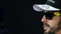 Alonso wearing sunglasses for eye infection
