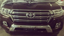 2016 Toyota Land Cruiser spied in the flesh