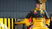 Petrov wants sponsors to help pay Renault bill