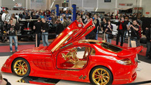 McLaren SLR painted with 5 kilos of gold particles
