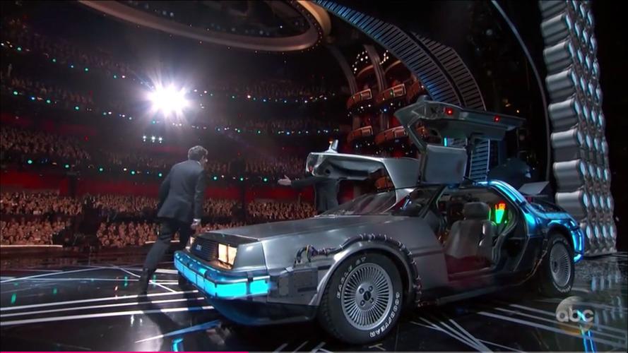 De volta para o futuro - Michael J. Fox e Delorean fazem aparição no palco do Oscar