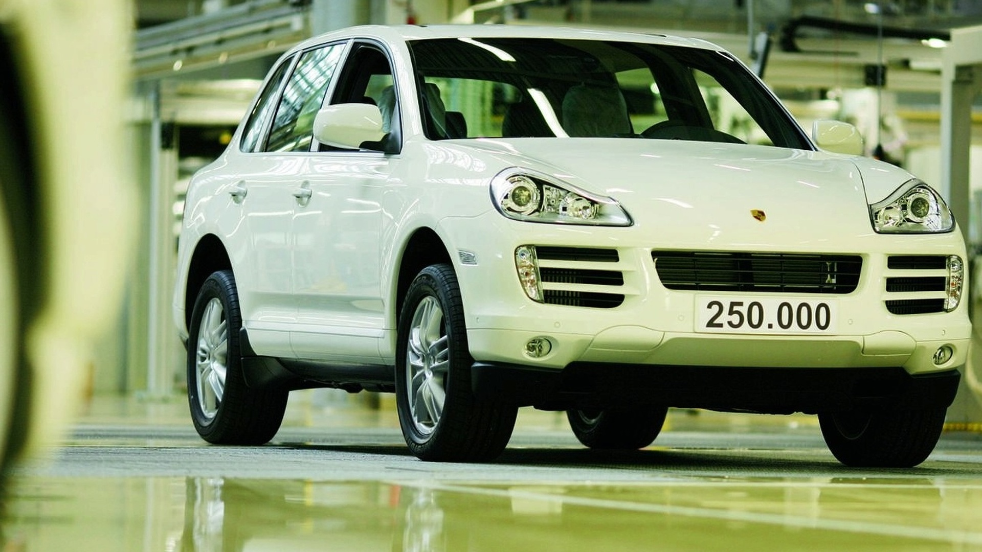Porsche Sends its 250,000th Cayenne down the line