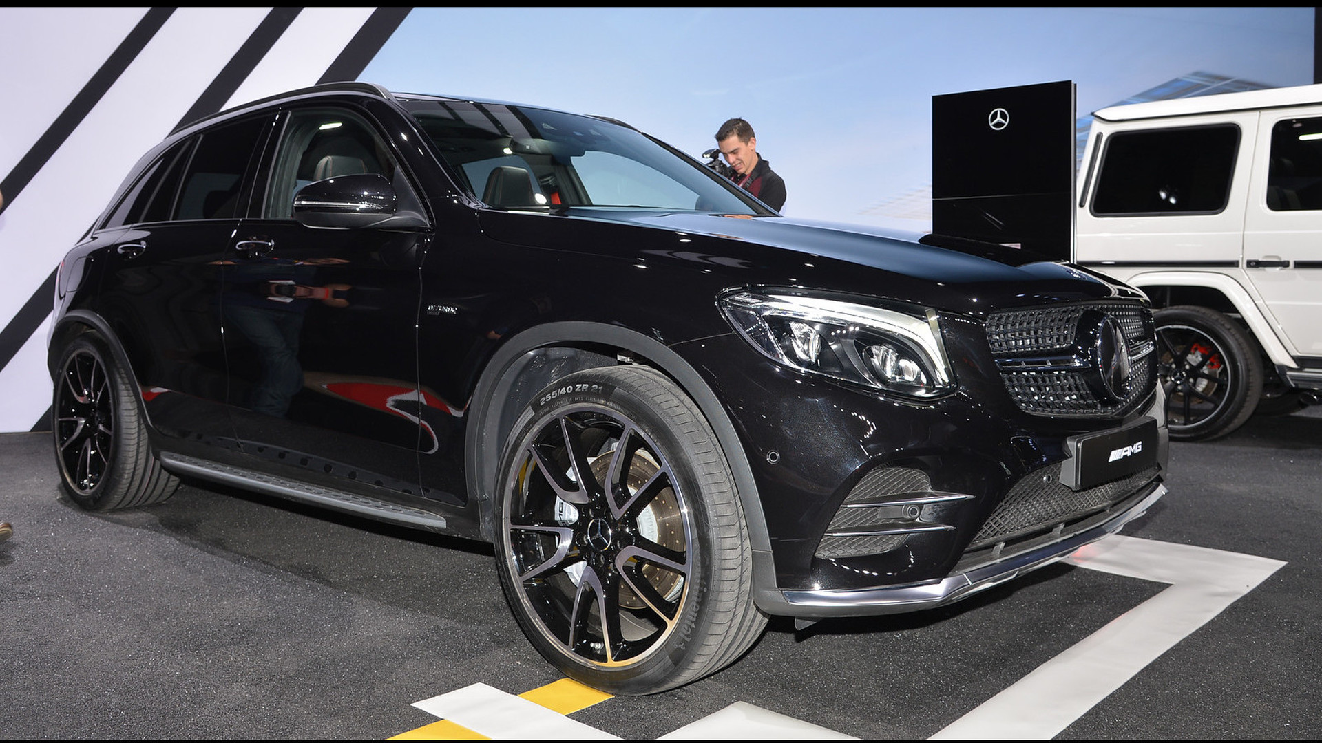 Mercedes amg glc43 arrives in new york with 362 hp for Mercedes benz glc43 amg