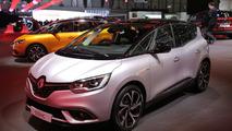 Renault Scenic sits on standard 20-inch wheels in Geneva