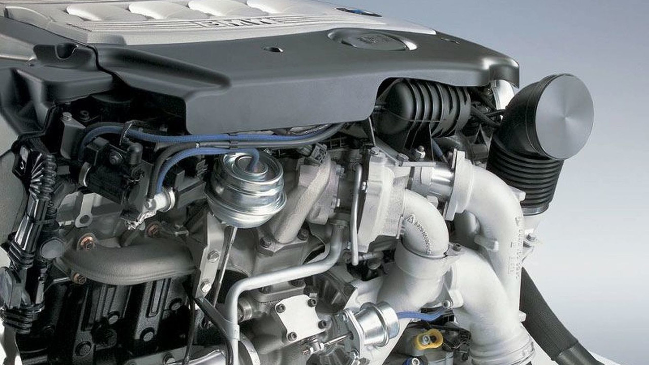 BMW 6 cyl diesel engine with dual-stage turbo