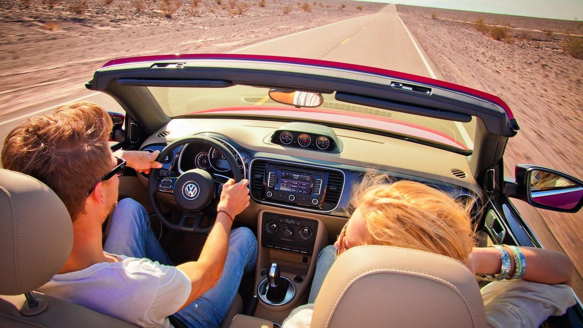 2013 Volkswagen Beetle Cabriolet drops its top in L.A. [videos]
