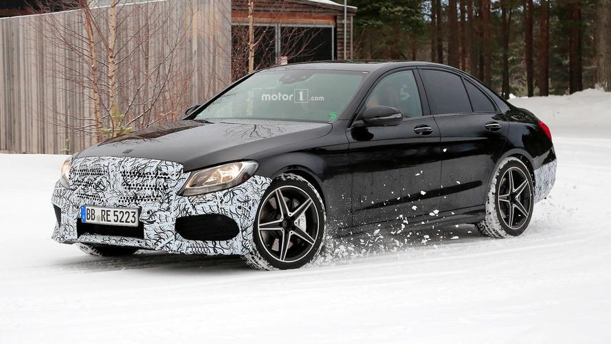 Photos espion - La Mercedes-AMG C 43 berline restylée sur la neige