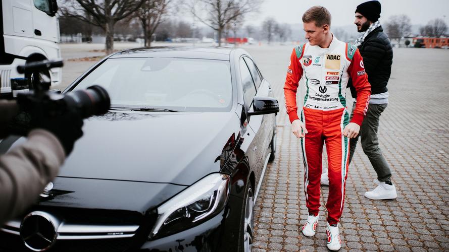 VIDEO – Leçons de conduite particulières pour le fils de Michael Schumacher