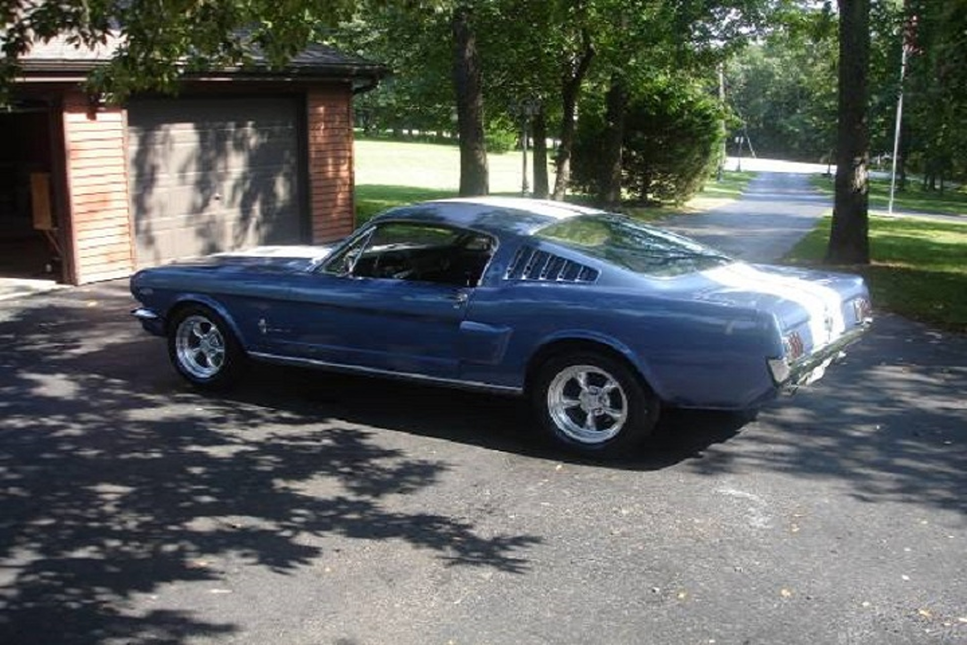 This Guy is Selling his 1965 Ford Mustang for World Series Tickets