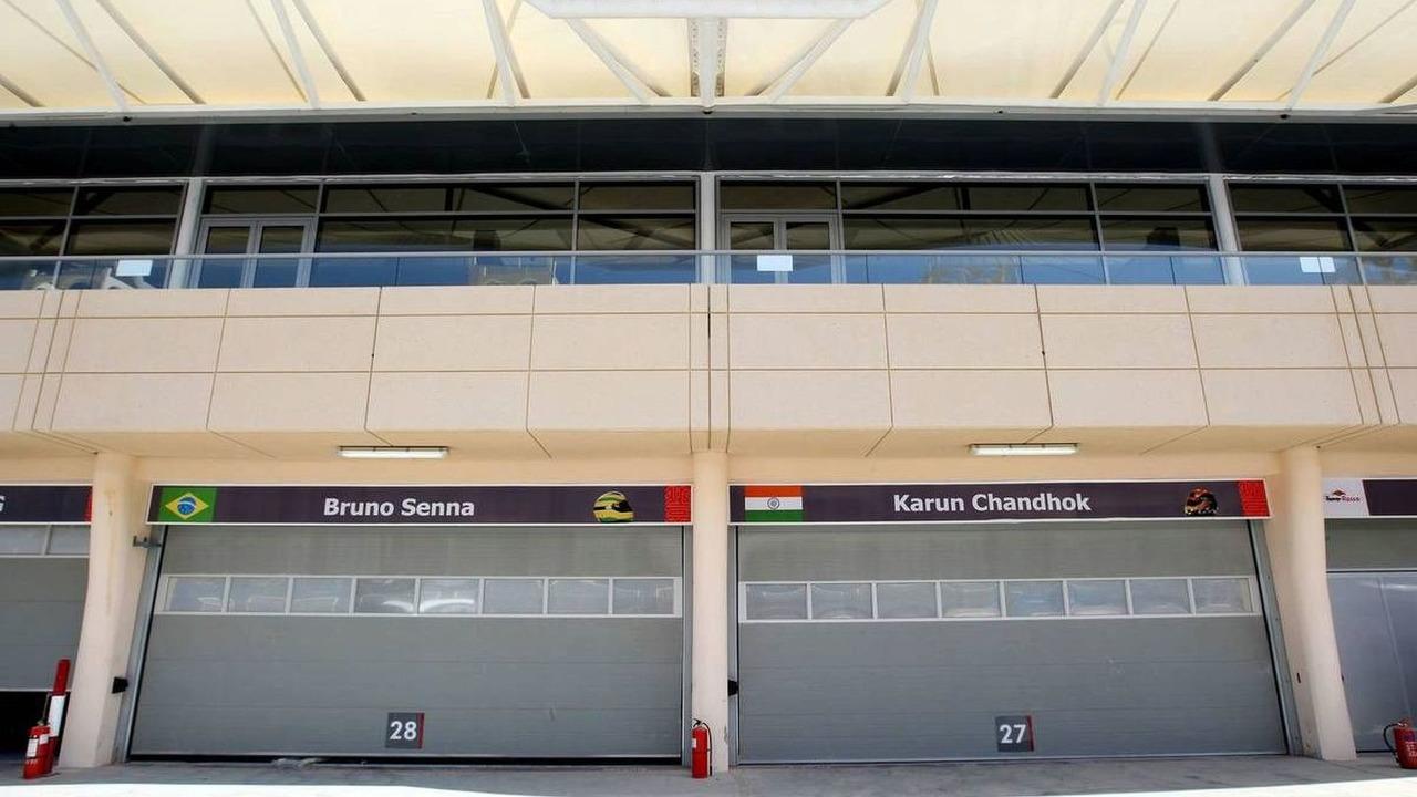 The garages of Bruno Senna (BRA), Hispania Racing F1 Team, Karun Chandhok (IND), Bahrain Grand Prix, 10.03.2010, Sakhir, Bahrain