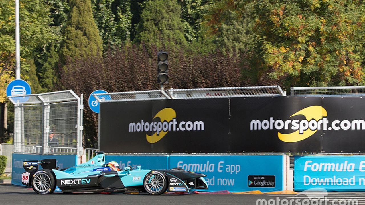Oliver Turvey, NEXTEV TCR Formula E Team with Motorsport.com signage