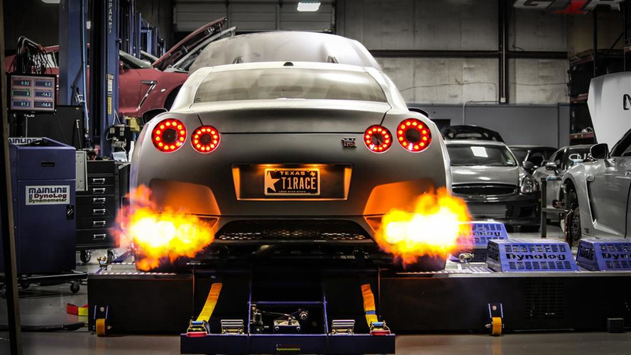 2,438-hp Nissan GT-R claims new 1/4-mile record