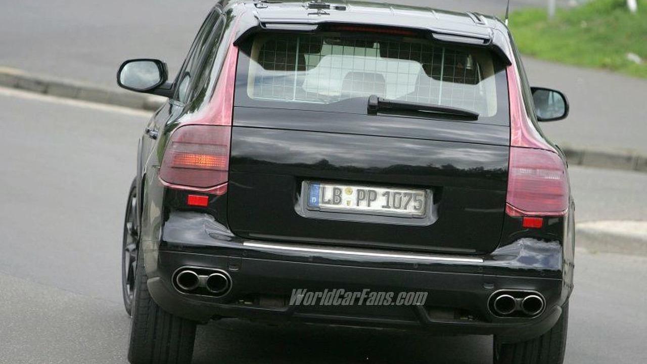 Porsche Cayenne Turbo Facelift Spy Photo