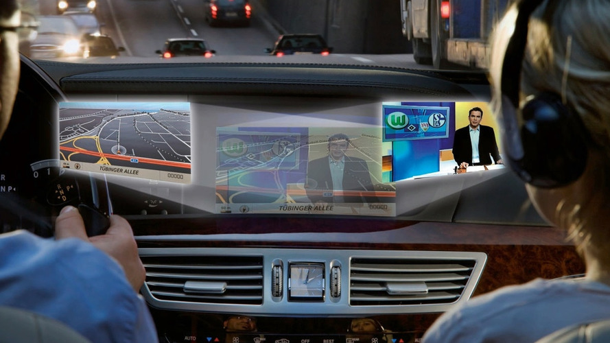 Mercedes-Benz SPLITVIEW Screen Technology
