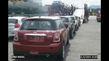 BMW inicia campanha do MINI no Brasil com fotos do desembarque em Santos
