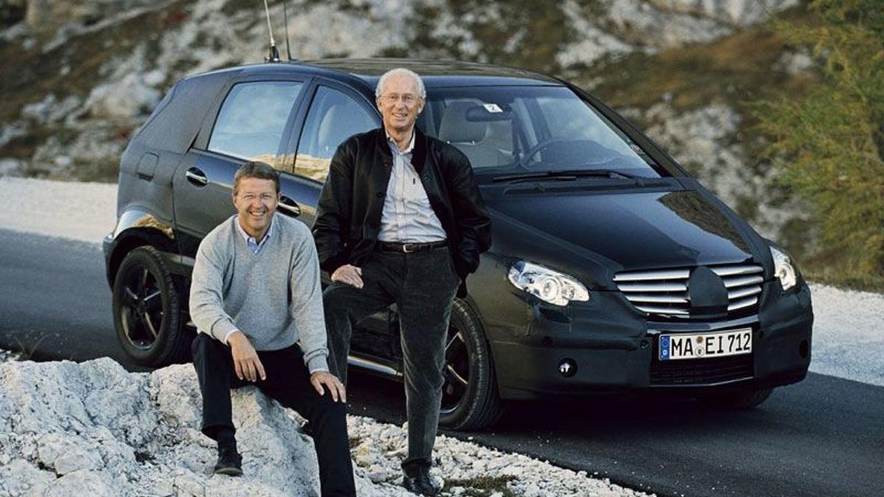 Dr. Cordes (left), Prof. Jürgen Hubbert & B-Class