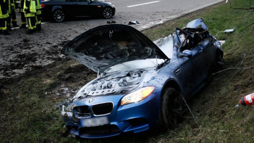 BMW M5 crashes in Germany at 300 km/h (186 mph)