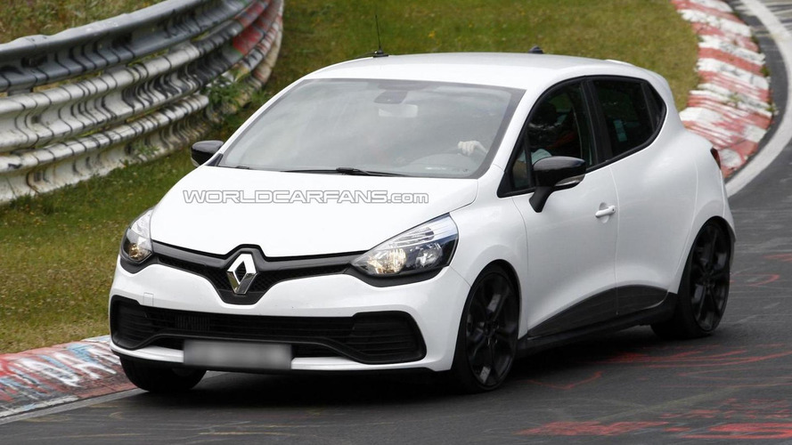 Renault Clio RS spied without the camouflage