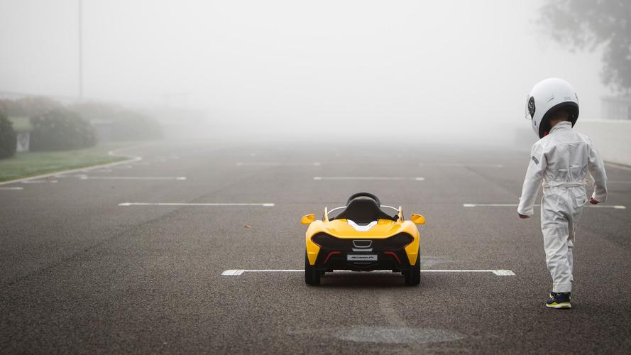 VIDÉO - Premiers tours de roue pour la McLaren électrique