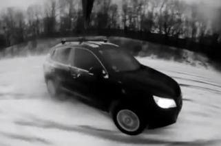 Volkswagen Tiguan Plays in the Snow
