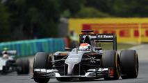 Sauber to 'stay together' with troubled Ferrari