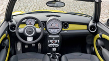 VIDEO: Four Mini Cabrio Addicts Take the Top-Open Car Wash Experiment