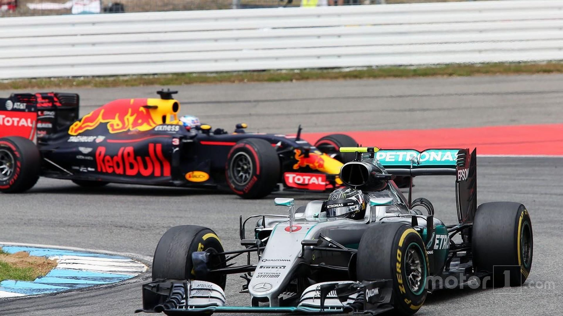 Stopwatch failure caused Rosberg's pit delay