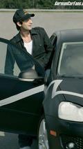 Adrian Brody im Volkswagen Golf GTI