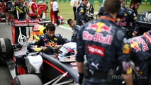 Daniel Ricciardo, Red Bull Racing RB12 on the grid