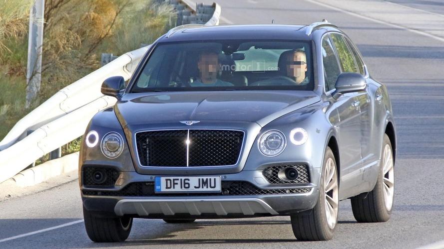 2017 Bentley Bentayga diesel spy photos