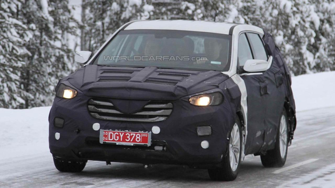 2013 Hyundai ix45 / Santa Fe winter testing spy photo in Scandinavia