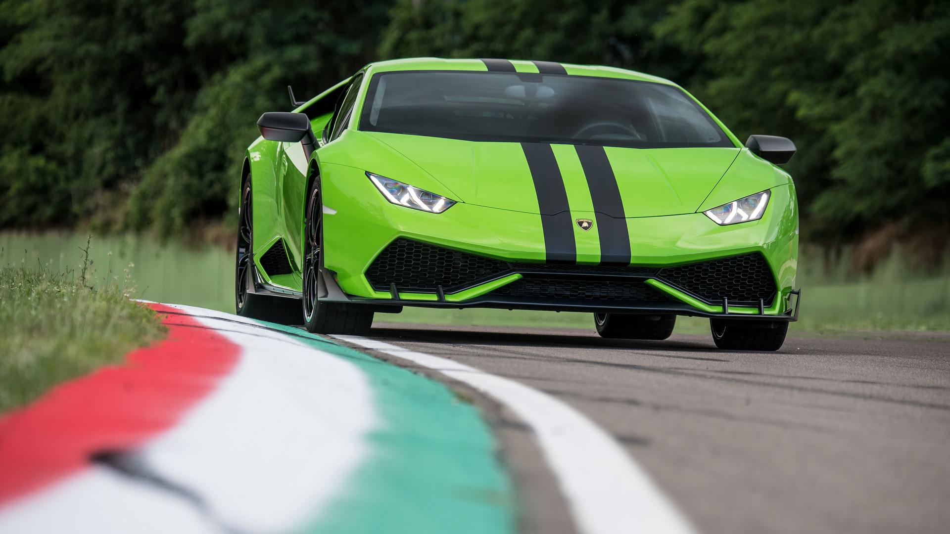 Lamborghini Huracan gets optional racing stripes and center-lock wheels
