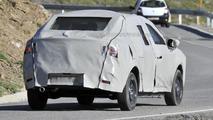 Next-generation Dacia Logan spy photo 25.6.2012