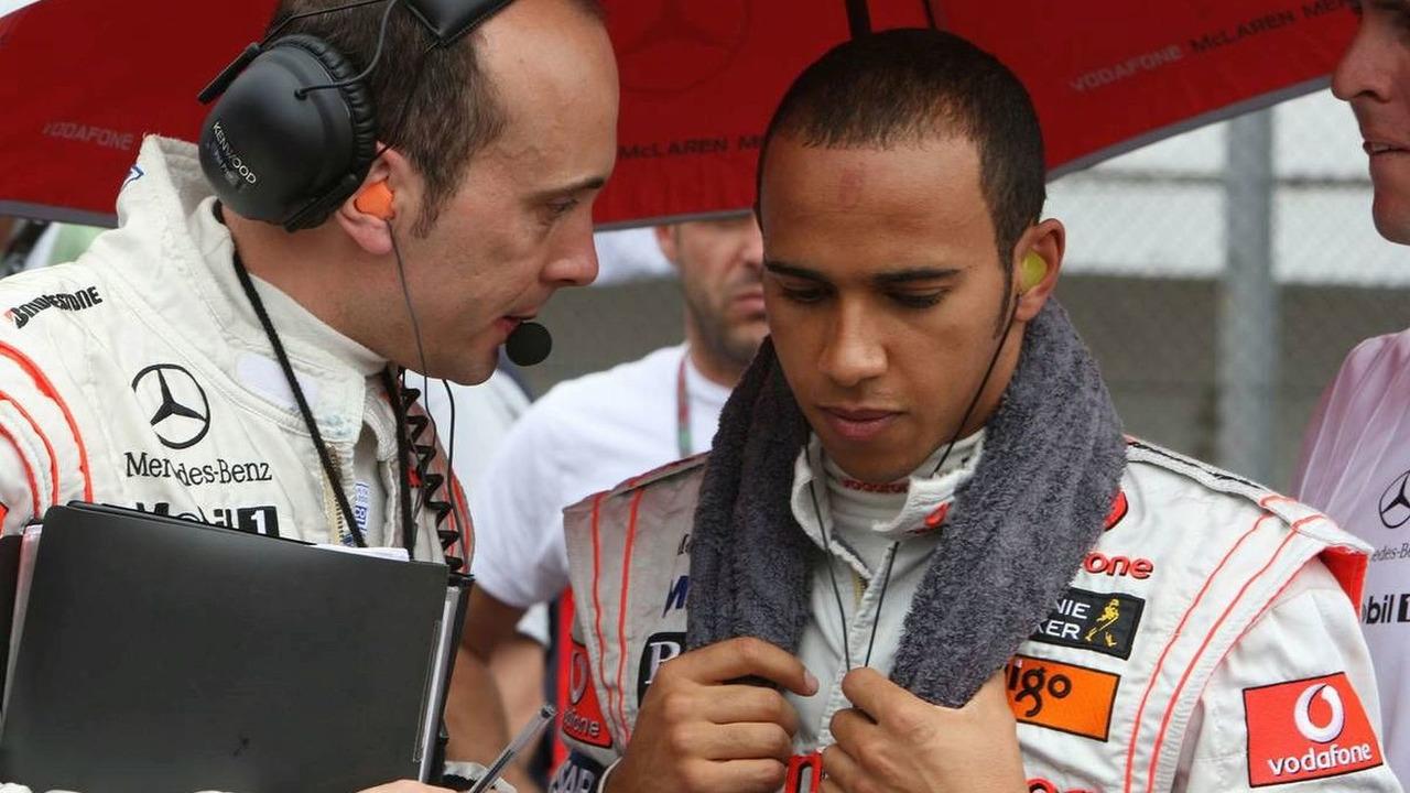 Phil Prew (Lewis Hamilton's engineer) and Lewis Hamilton (GBR), McLaren Mercedes, Brazilian Grand Prix, Sunday Pre-Race Grid, 02.11.2008 Sao Paulo, Brazil