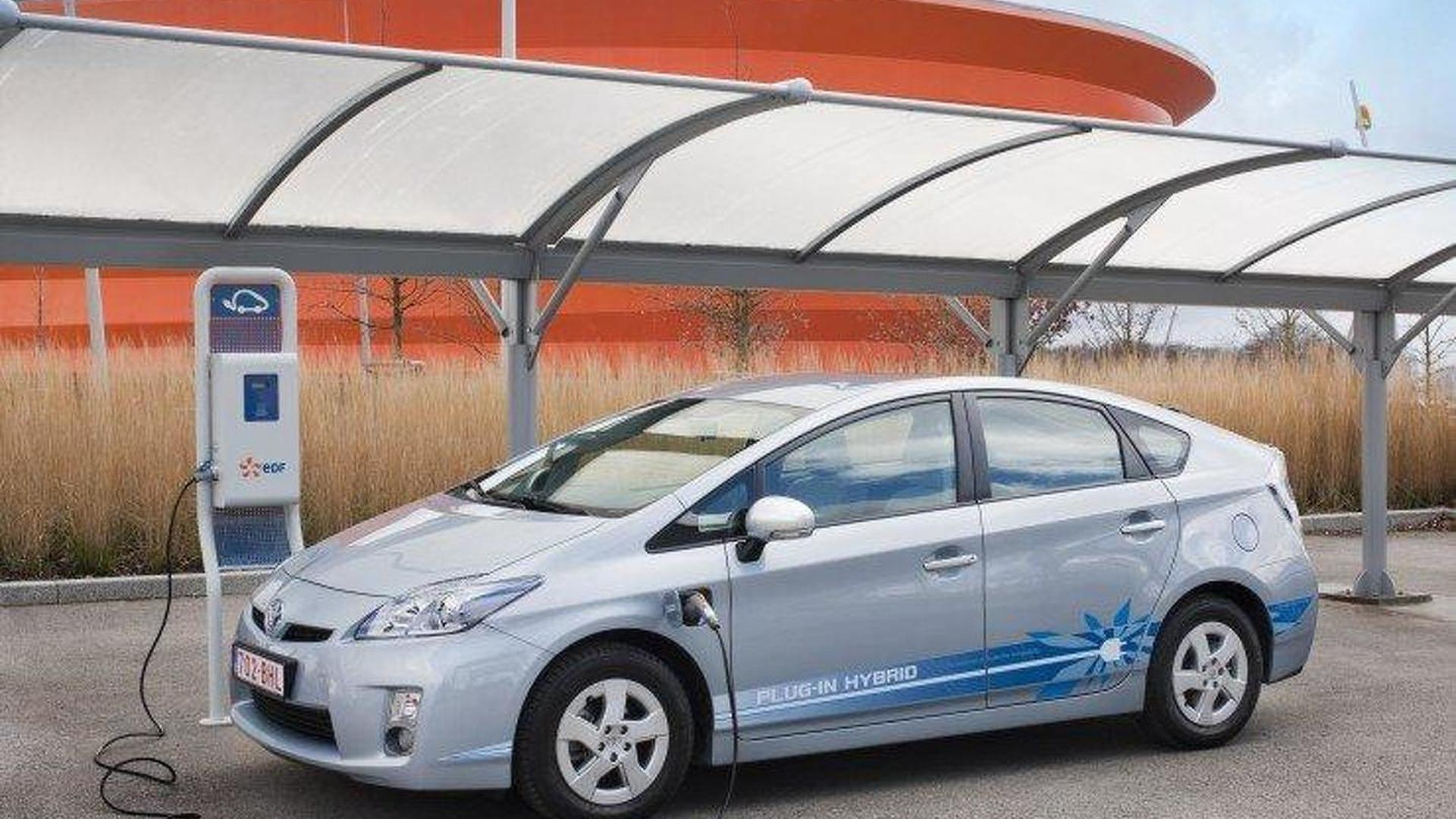 Toyota launches plug-in Prius project in Paris
