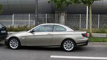 BMW 3-Series Cabriolet E93 facelift spy photo