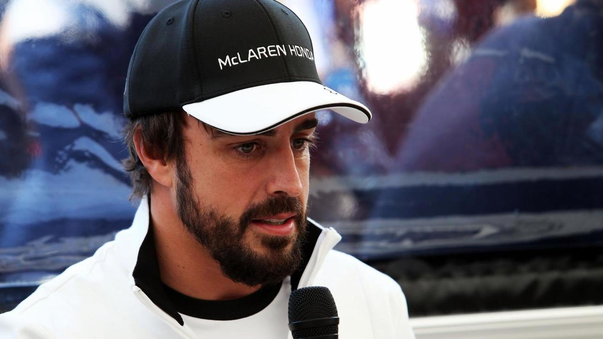 Hamilton, Dennis say Alonso not Mercedes-bound