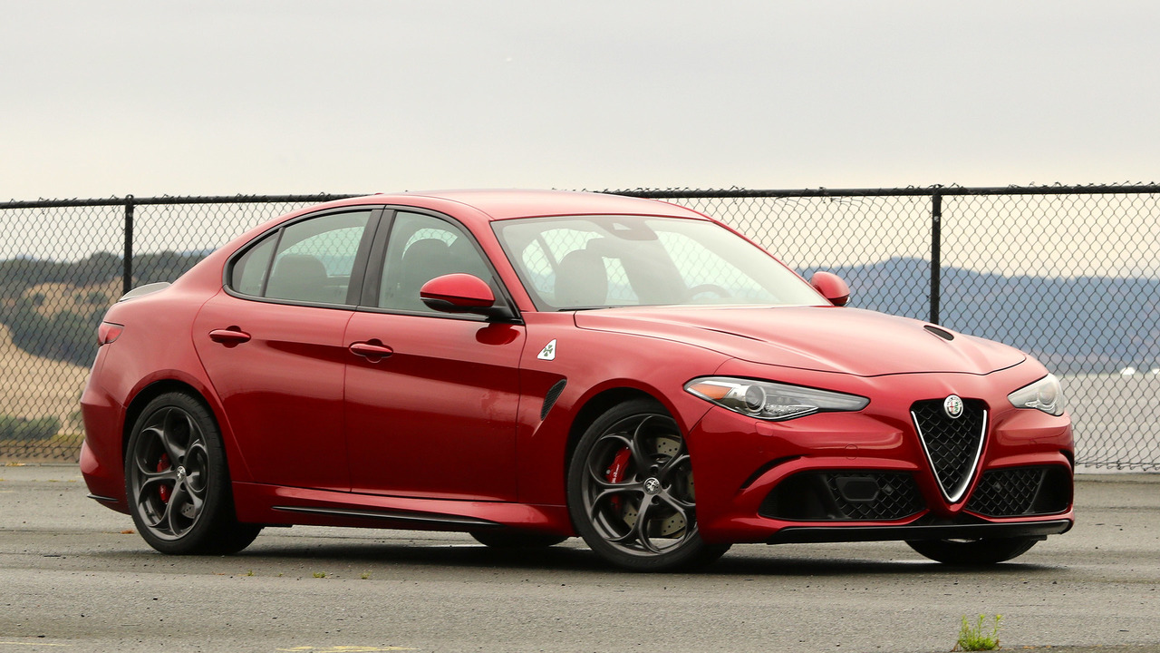2017 alfa romeo giulia starts at 38 990 quadrifoglio for. Black Bedroom Furniture Sets. Home Design Ideas
