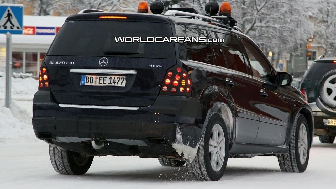Mercedes GL-Class facelift spy photo