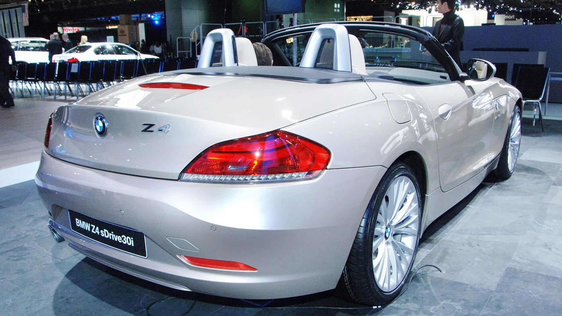VIDEO: 2010 BMW Z4 Unveiled in Detroit