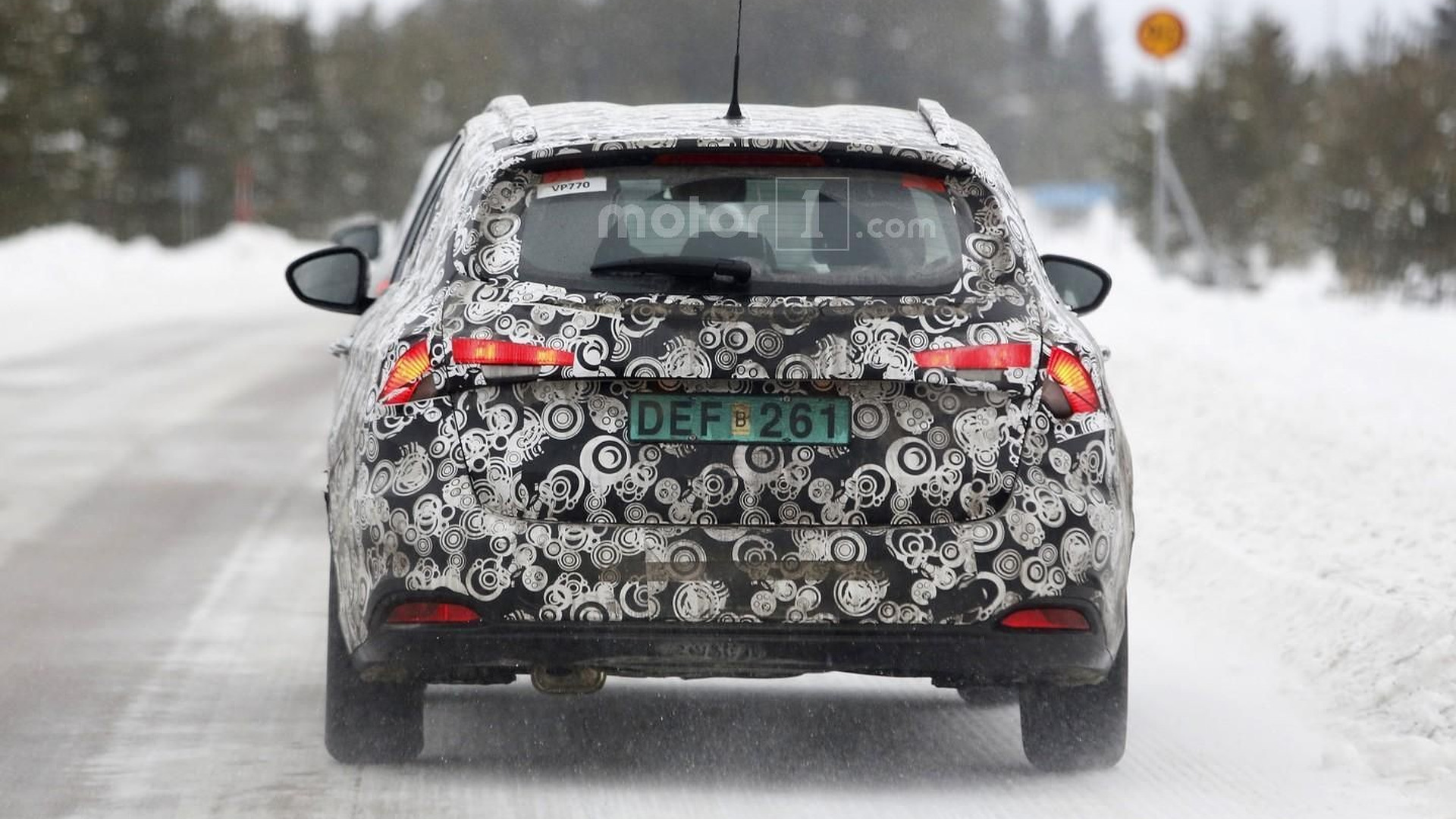 Fiat Tipo estate spy shots reveal taillights