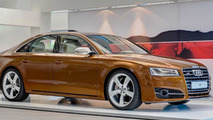 Audi S8 facelift with Ipanema Brown Metallic paint is a sight to behold