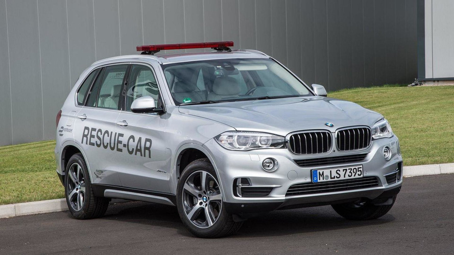 BMW X5 xDrive40e rescue vehicle unveiled for Formula E