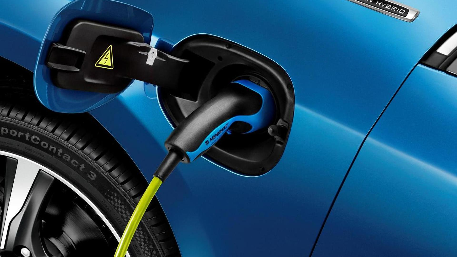 Volvo puts EVs on the back burner, will focus on plug-in hybrids