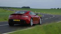 Aston Martin V12 Vantage in Magma Red