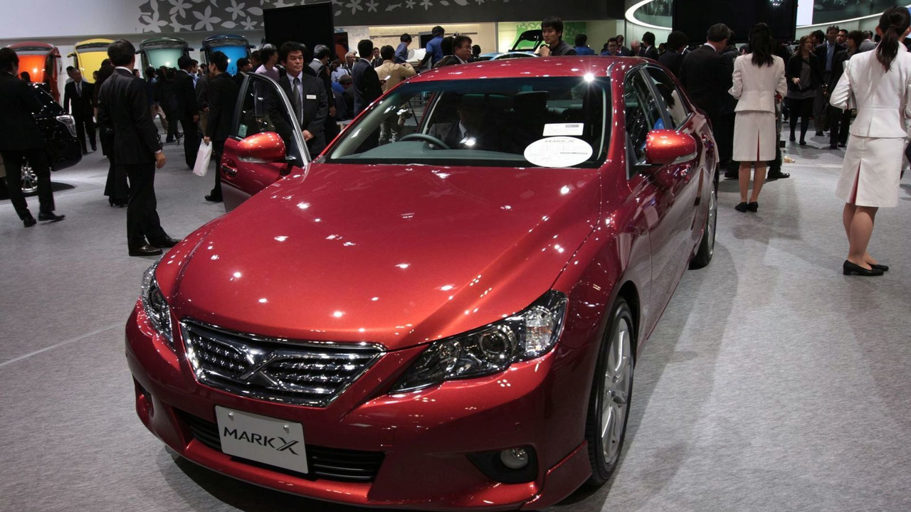 2010 Toyota Mark X live in Tokyo