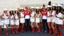 Pedro De La Rosa and Marc Gene with grid girls 17.11.2013 United States Grand Prix