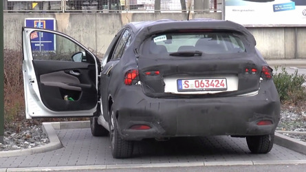 Fiat Tipo hatchback spied inside and out [video]